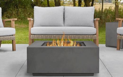 Un foyer extérieur Real Flame de 1500$
