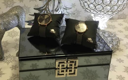 2 montres fiori homme et dame