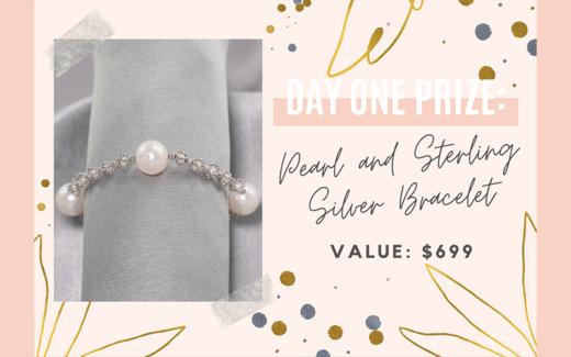 Un bracelet en argent massif et en perles de culture