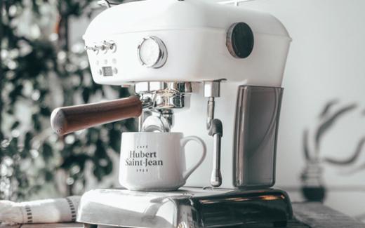 Une machine à café Ascaso