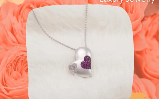 Un collier en rubis et en diamant