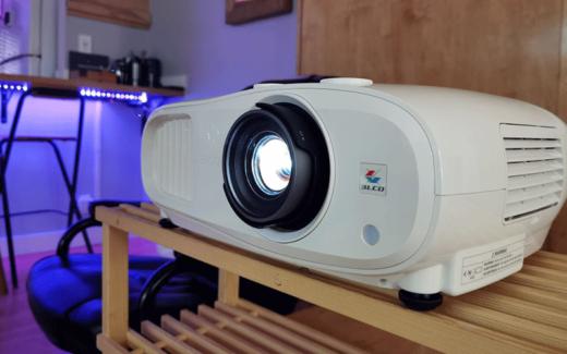 Un projecteur de cinéma maison 4K 3200 Epson