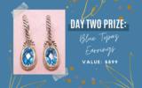 Une paire de boucles d'oreilles en topaze bleue