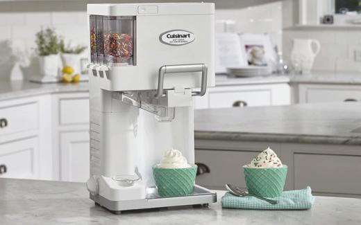 Une machine à crème glacée Cuisinart