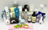 Un ensemble de produits cosmétiques