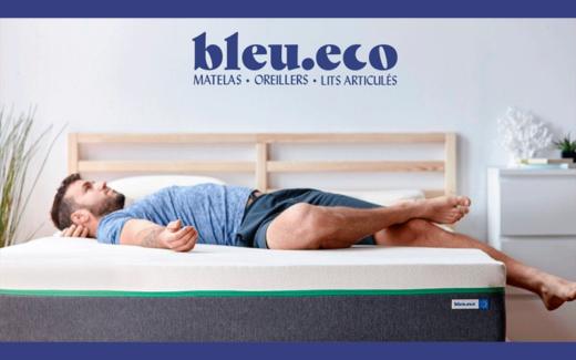 Un ensemble matelas et oreillers Bleu.eco