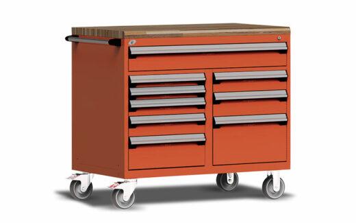 5 coffres à outils de Kubota (3800 $ chacun)